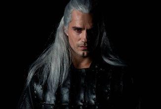 Herečka Triss a první pohled na Geralta v podání Henryho Cavilla