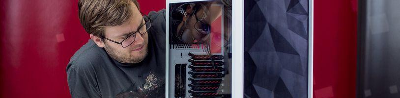 PC skříň s kříšťalovým oknem pro fajnšmekry - Meshify S2