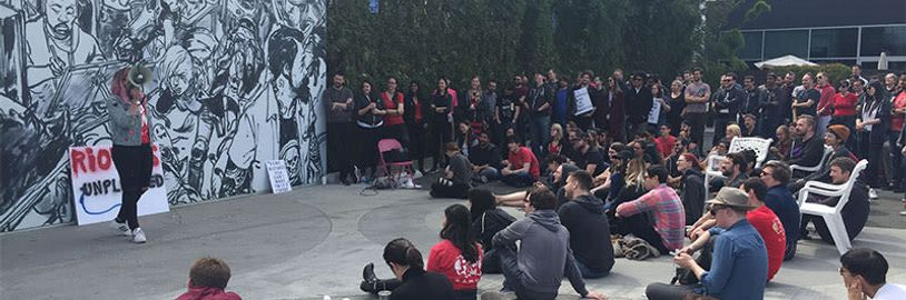 Zamestnanci Riot Games vyšli do ulíc. Nepáčia sa im nútené arbitráže a pretrvávajúci sexizmus